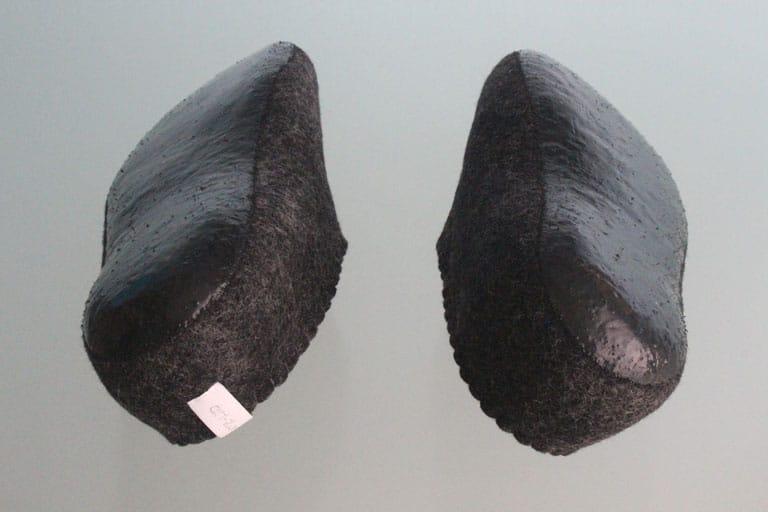 schwarze-hausschuhe