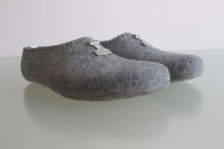 filzhausschuhe-grau